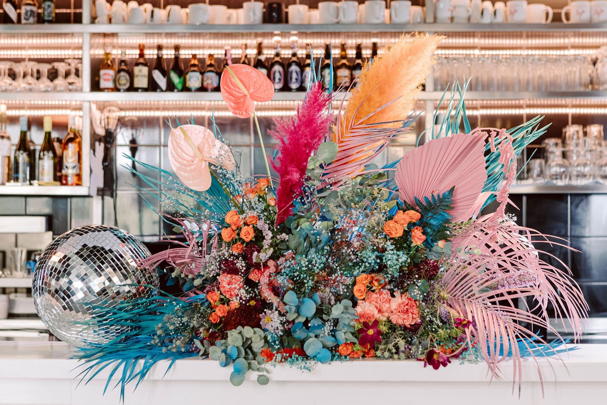 Composition florale mariage coloré