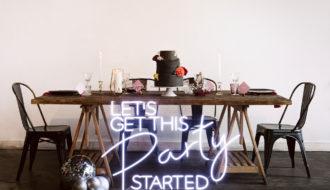 Table de mariage avec néon