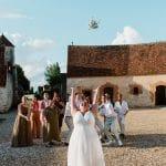 Lancer de bouquet de mariée
